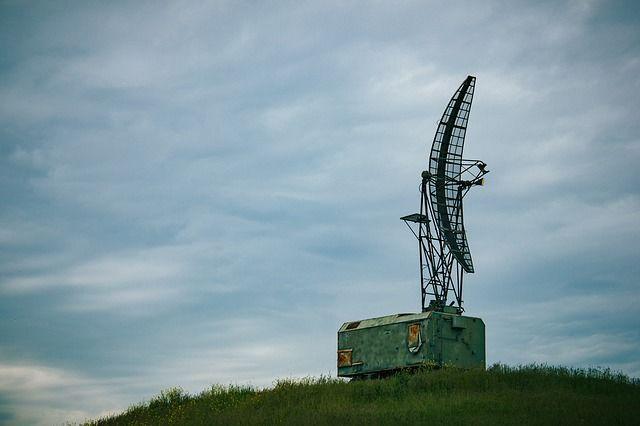 radiolokátor santénou stojící nakopci